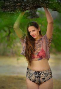 Jeune femme avec une culotte de règles